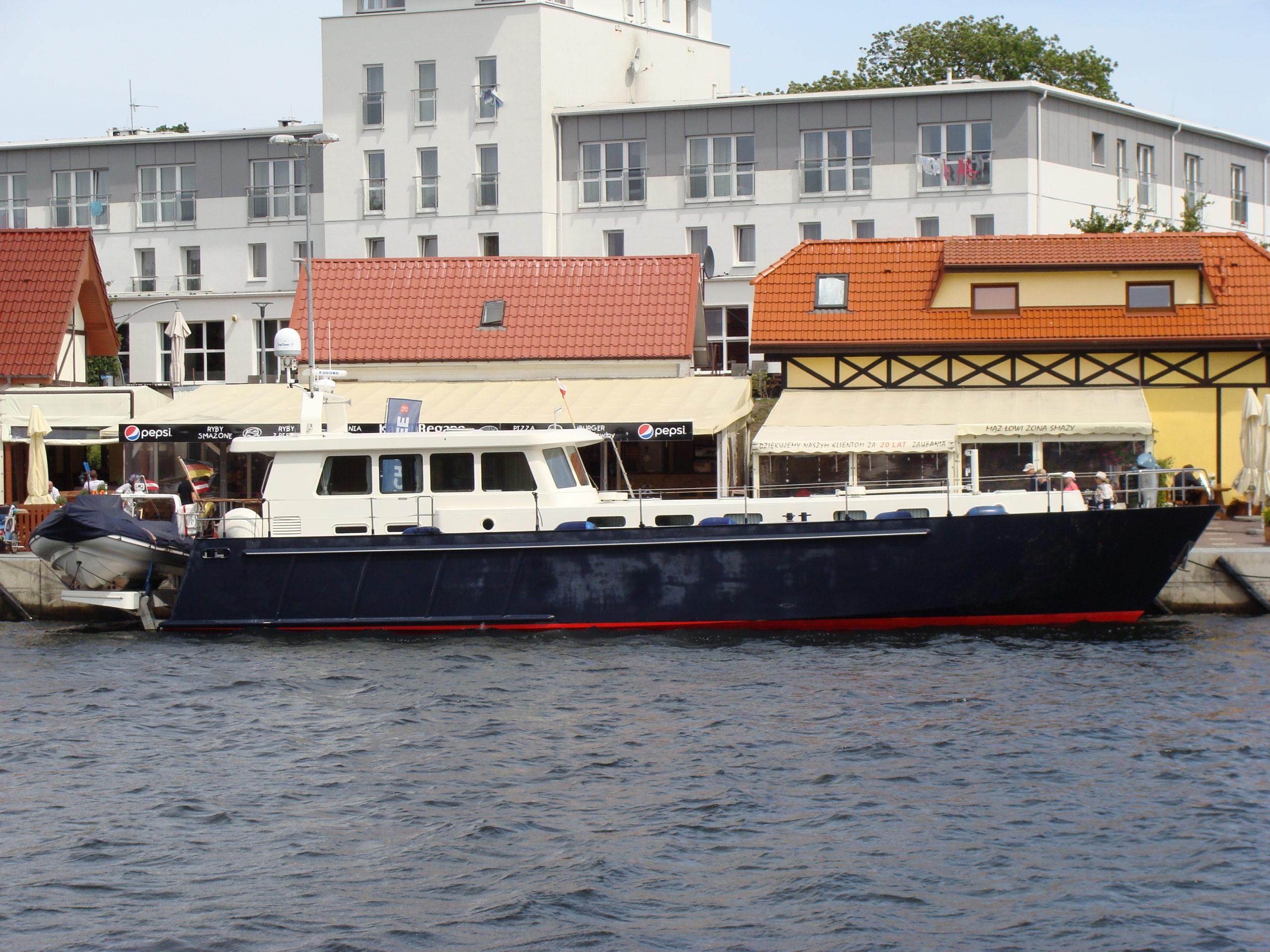 jacht motorowy 8