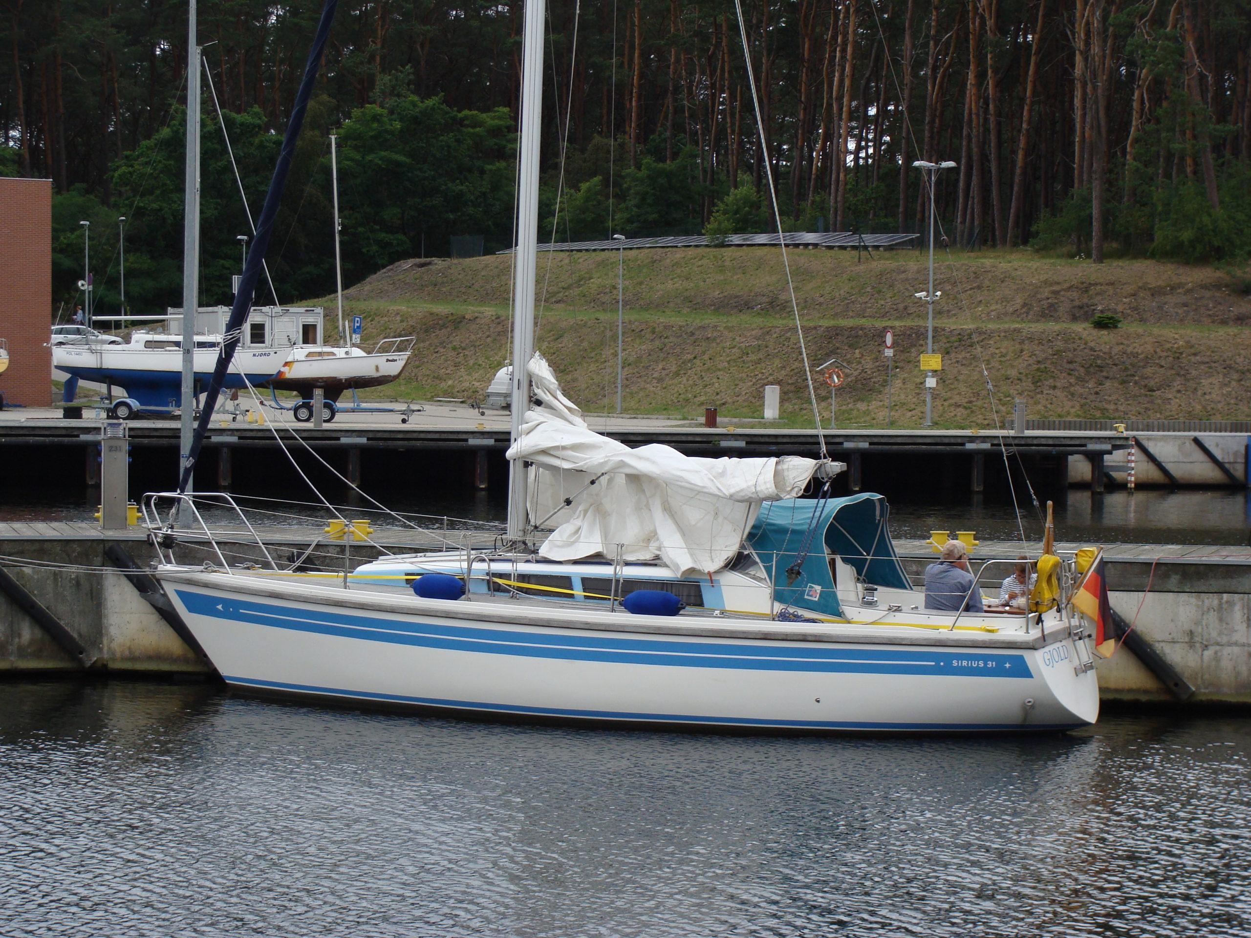 Jacht morski 16