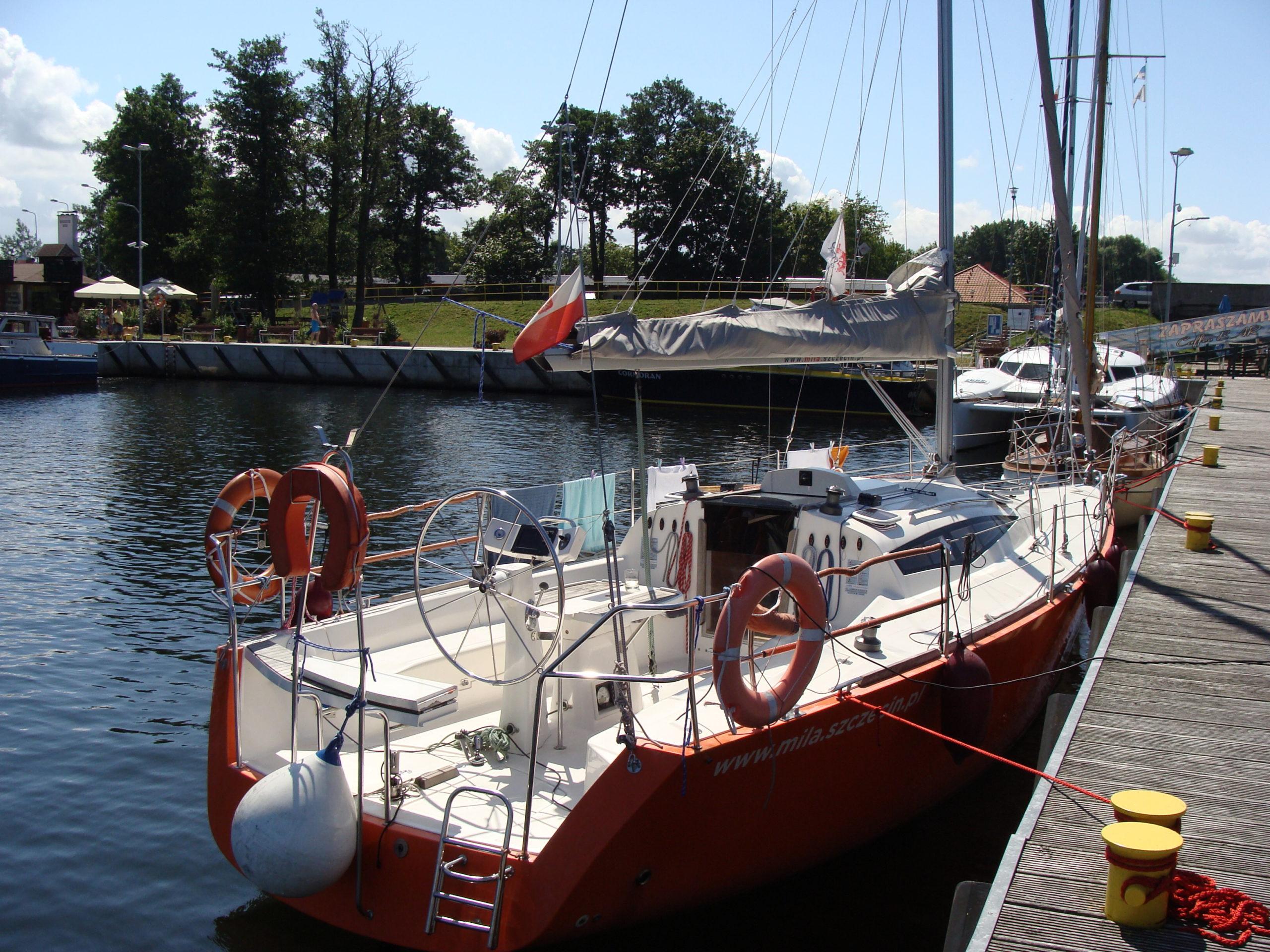 Jacht morski 8